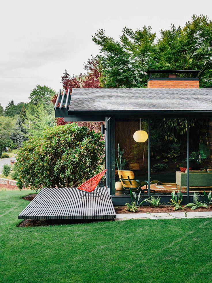 14 Photos Of A Spectacular Mid-Century Portland Home