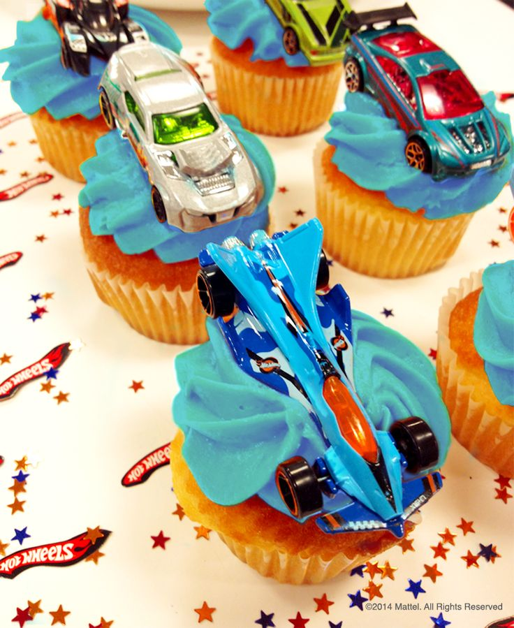 Easy treats for a Hot Wheels themed birthday. The best part: guests get to take home their car!