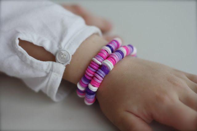 Armband av Hama-pärlor
