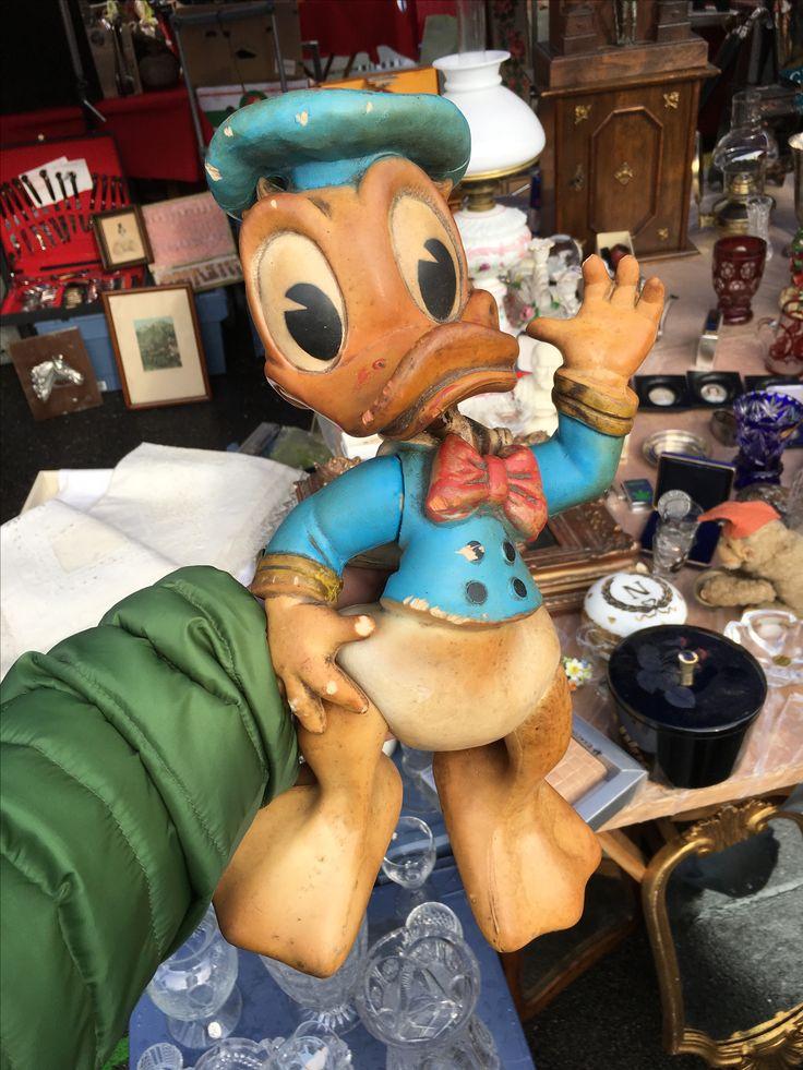 Flea Market Vienna. Vintage Toy. #vintagetoy #rubbertoy #squeakytoy #pouet #delacoste #ledraplastic #disneyana #biserka #disney #donaldduck