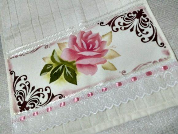 Toalha de lavabo 100% algodão pintada á mão,com acabamento de bordado inglês com passa fita.  Medida: 0,30cmx0,50cm . Toalha para você decorar seu banheiro/lavabo com estilo,ou presentear com exclusividade.Faço de outras cores.