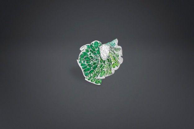 Anello con diamanti e smeraldi Archi Dior