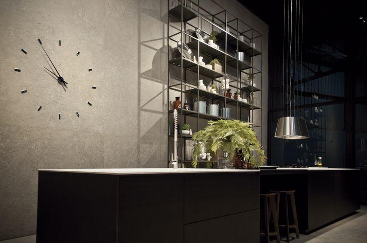 Masai Piedra in 150x150 cm and Ice iTOPKer kitchen countertop.