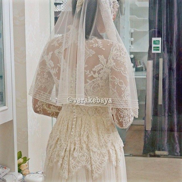 Fitting  #kebaya #akadnikah #lace #lacelovers #bride #beads #backdetails #weddingdress #weddinginspiration #pengantin #swarovskicrystals #verakebaya ❤️❤️❤️ - @Vera Kulikova Anggraini- #webstagram