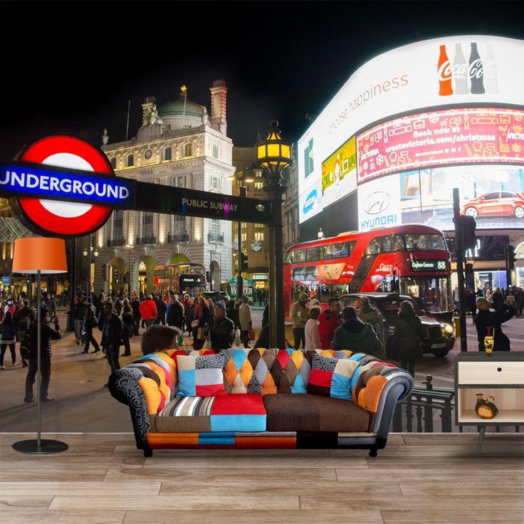 Fotobehang London nightlife | Maak het jezelf eenvoudig en bestel fotobehang voorzien van een lijmlaag bij YouPri om zo gemakkelijk jouw woonruimte een nieuwe stijl te geven. Voor het behangen heb je alleen water nodig!   #behang #fotobehang #print #opdruk #afbeelding #diy #behangen #londen #london #grootbrittannie #verenigdkoningkrijk #engels #brits #stad #stappen #avond #nacht #uitgaan
