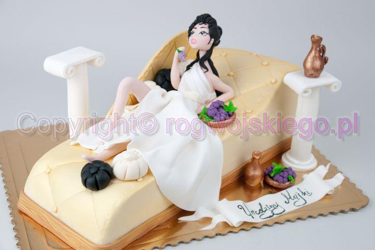 goddess on cake resting, bogini na torcie, odpoczywa, www.rogwojskiego.pl