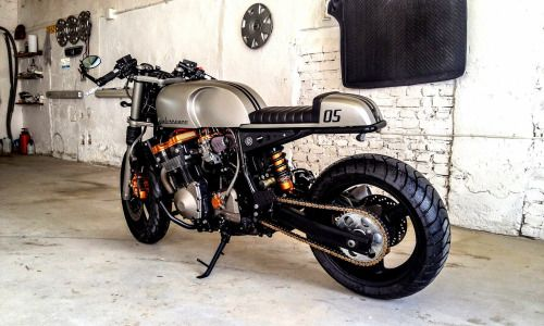 Suzuki GSXR 1100 Cafe Racer Quintessence by Cardsharper Custom #motorcycles #caferacer #motos | caferacerpasion.com