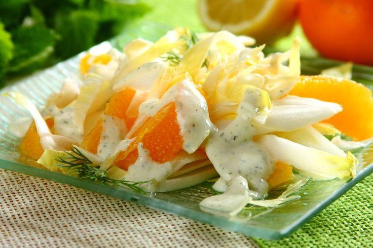 Sprawdzony przepis na Surówka z cykorii i pomarańczy. Wybierz sprawdzony przepis eksperta z wyselekcjonowanej bazy portalu przepisy.pl i ciesz się smakiem doskonałych potraw.