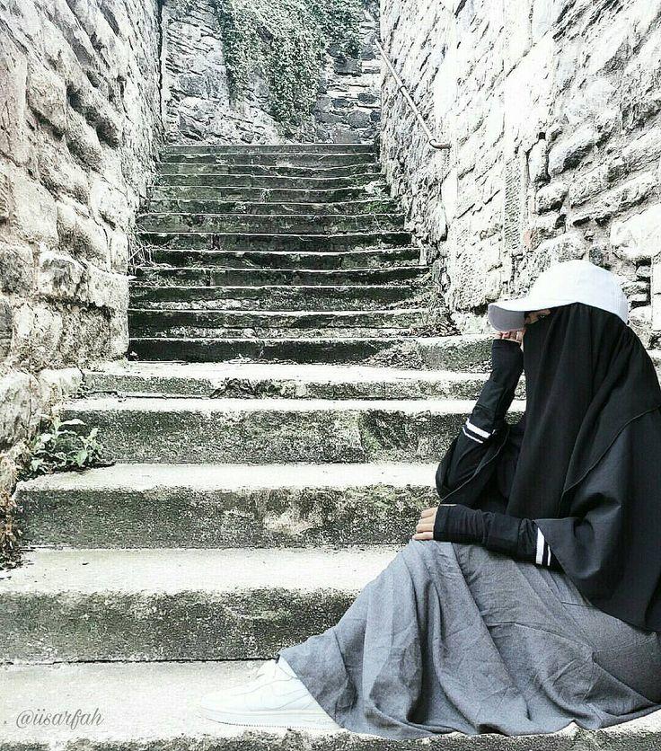 """1,461 Likes, 6 Comments - MUJAHIDAH AL-JANNAH (@akhwat.muslimm) on Instagram: """"Nunggu jodohnya sambil belajar memantaskan diri, jangan sibuk menjelajahi cinta. . . .…"""""""