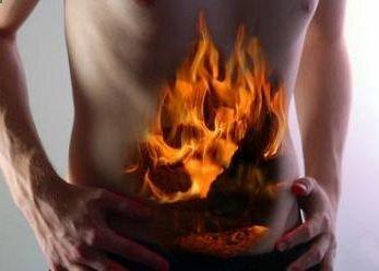 El tratamiento de la gastritis a base de plantas medicinales busca no solo el alivio de los síntomas sino también la reducción de los ácidos estomacales y