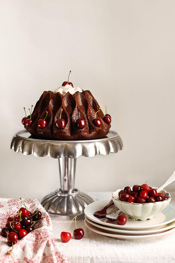 Bundt cake de chocolate y cerezas.