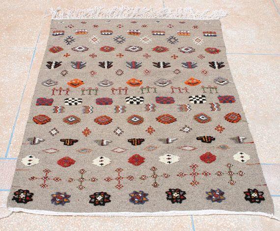 Kelim Teppich, Bestickter Kelim Teppich, Grauer Kelimteppich, Marokkanischer Teppich,  Wandteppich, Wandbehang, 110 x 150
