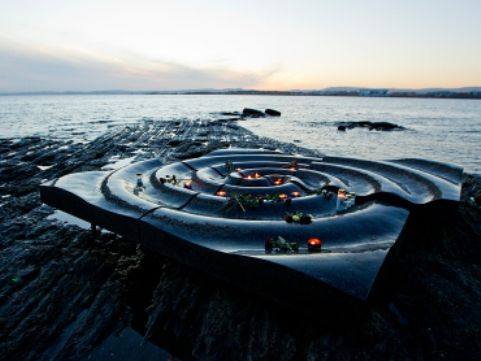 A Peninsula Bygdoy also called the island museum in Oslo, Crown Prince Haakon and Crown Princess Mette-Marit of Norway paid tribute to the victims of the 2004 tsunami and the 84 Norwegian nationals who have lost their lives. A monument was erected in their memory where 84 candles were lighted. A religious service was also organized by Norwegian Church on the beach in Khao Lak in Thailand.