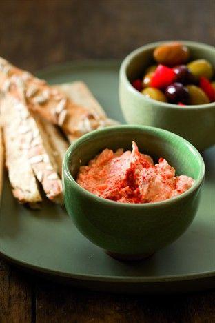 Mouillettes et dip au poivron Livre : La petite bibliothèque des apéritifs dînatoires Ed. Larousse Cuisine