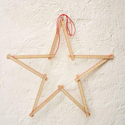 2meter Stern, ein Zollstock zu Weihnachten Der Meterstab mit der schönen Holzmaserung und den roten Kanten wird zu einem Weihnachtstern. Ein originelle Weihnachtsdeko von Raumgestalt...