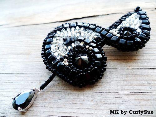 """Брошь """"Скрипичный ключ"""": вышивка бисером - Ярмарка Мастеров - ручная работа, handmade"""