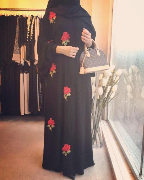 #roses #abaya inci ferace kalıbında, fermuarlı, pelikan kol, rahat ve şık! #FERADJE #abayasaudi #abayadubai #abaya #ferrace #abaye (at Fatih Istanbul Turkiye)