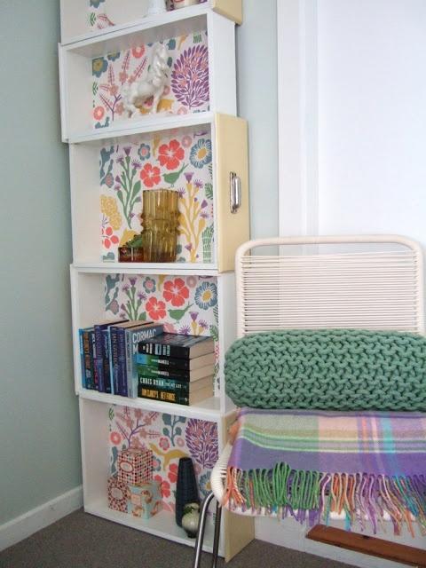 DIY: Convertir los cajones de la cocina en una estantería para el salón