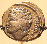 Statère d'or de -52, issu du trésor de Pionsat, Puy-de-Dôme, au nom de Vercingétorix, mais figurant probablement le dieu Apollon  Vercingétorix: naissance vers -80 Gergovie (actuelle Auvergen). Décès 26 septembre -46 (à environ -46, à environ 34 ans, Rome). Origine:Celte, Arverne Conflit: guerre des Gaules. Commandement: chef de la coalition gauloise. Faits d'armes: sièges d'Avaricum, de Gergovie, d'Alésia). Famille: Celtillos (père), Gobannitios (oncle), Vercassivellaunos (cousin)
