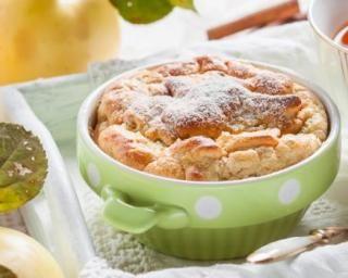 Clafoutis aux pommes allégé aux biscuits boudoirs : http://www.fourchette-et-bikini.fr/recettes/recettes-minceur/clafoutis-aux-pommes-allege-aux-biscuits-boudoirs.html