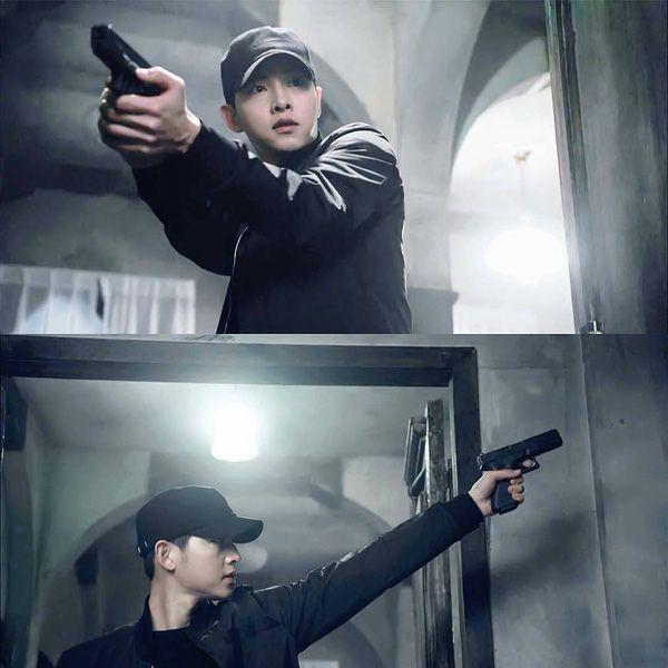 Big Boss Song Joong Ki mặc cây đen trông còn soái ca hơn cả khi mặc sơmi trắng - Ảnh 2.