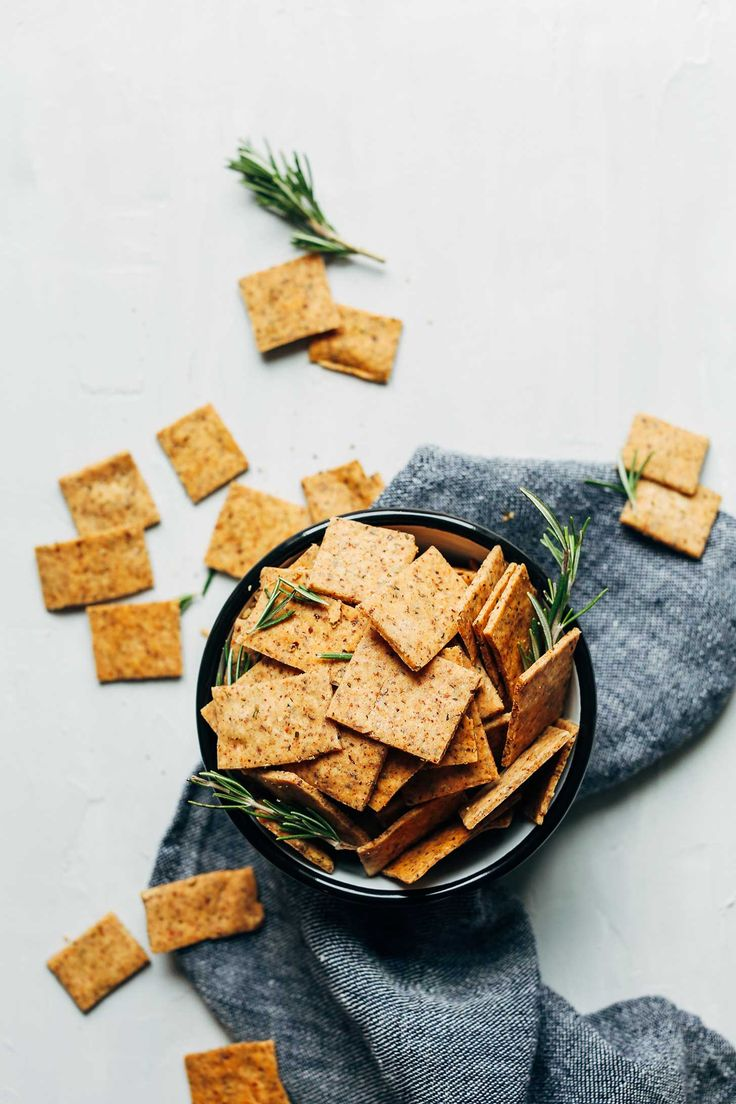 1-bowl vegan gluten-free crackers