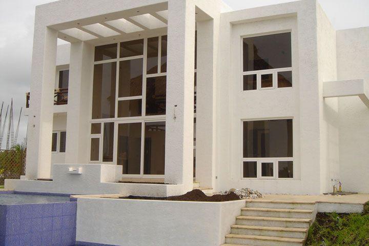 Construccion moderna con ventanas de pvc arquitectura for Ventanas para fachadas de casas modernas