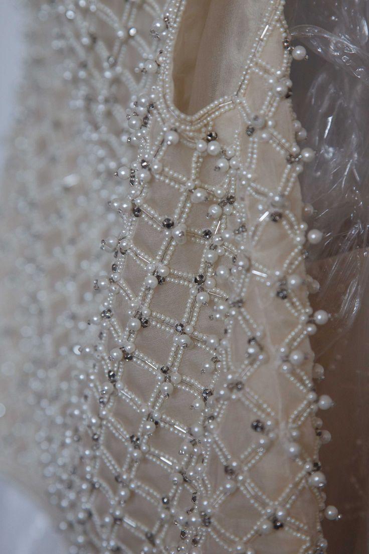 Divine detailing.  Oscar de la Renta - Spring 2014 - http://www.ninagarcia.com