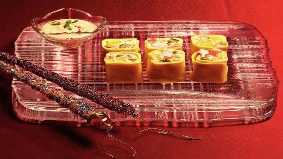 Яичные роллы = оливье с крабами в яичных блинчиках. Пошаговый рецепт с фото, удобный поиск рецептов на Gastronom.ru