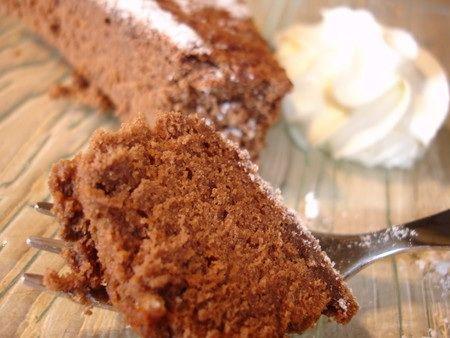 Voilà une nouvelle recette tirée de mon dernier livre Weight Watchers. En tout cas il porte bien son nom de dessert! Il fond dans la bouche et le goût du chocolat est bien prononcé. Pour 10 personnes 4,5 points par personnes 150g de chocolat noir riche...