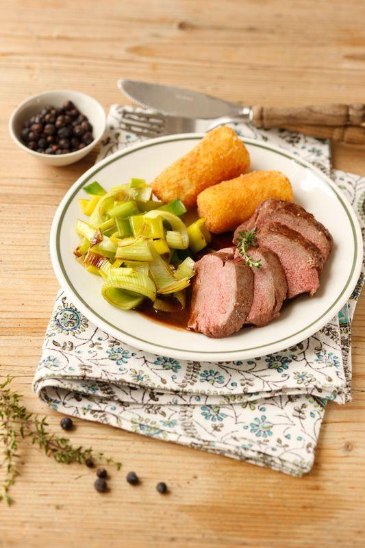 Rehrücken mit Rotweinsauce I © GUSTO / Theresa Schrems I www.gusto.at