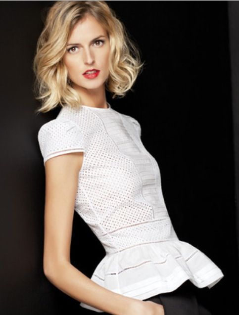 Carolina Herrera, blusa blanca, calados, peplum