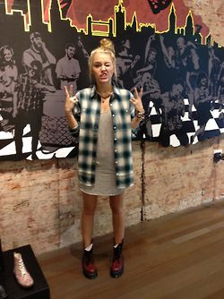 .: Miley Cyrus, Go Girls, Doc Martens, Red Boots, Fashion Style, Cozy Outfits, Street Style, Style Icons, Mileycyrus