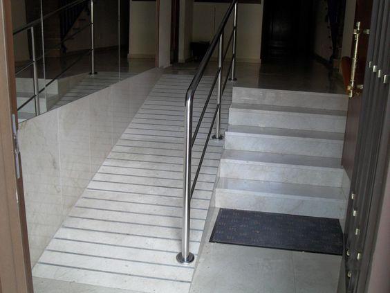 Nuestra empresa es especialista en la construcciónde rampas de acceso para discapacitados ominusválidosen portales de edificios, comunidades de propieta