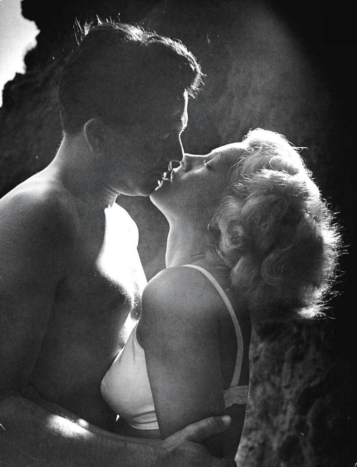 "Lana Turner and John Garfield 1947 ""The Postman Always Rings Twice"""