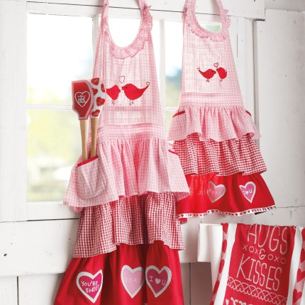 Valentine's Day Aprons - adorable! I want one!