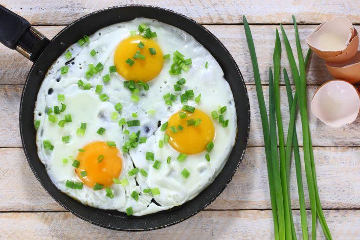 Erfahre hier, wie die Eier-Diät funktioniert und welche leckeren Rezepte dir das Abnehmen von bis zu 9 kg in 2 Wochen erleichtern!