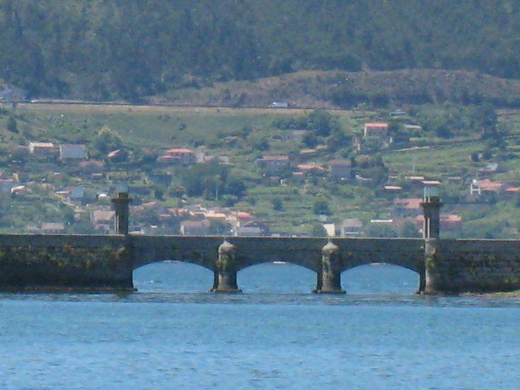 Puente en la isla de San Simón, Ría de Vigo, Galicia, Spain Foto by Ana