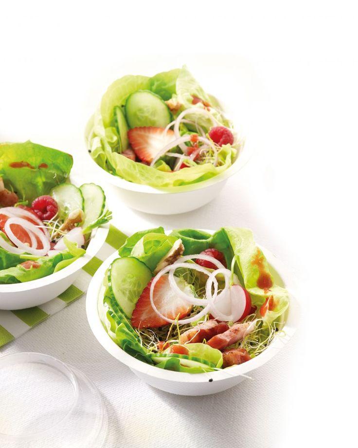 Salade met aardbeien, frambozen en spekblokjes http://www.njam.tv/recepten/salade-met-aardbeien-frambozen-en-spekblokjes