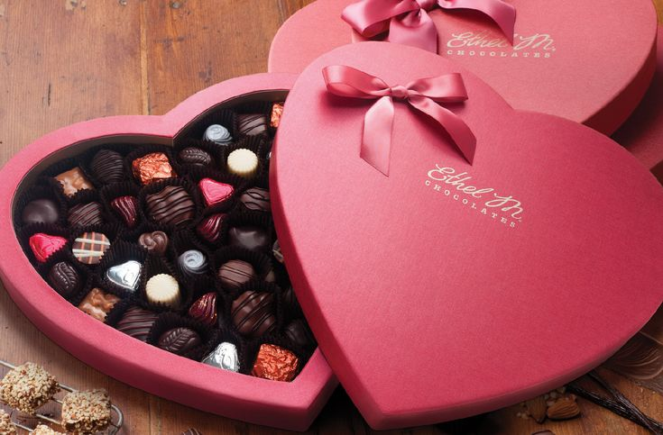 Top 10 Most Amazing Valentine\'s Gifts For Him | Chocolate, Food ...
