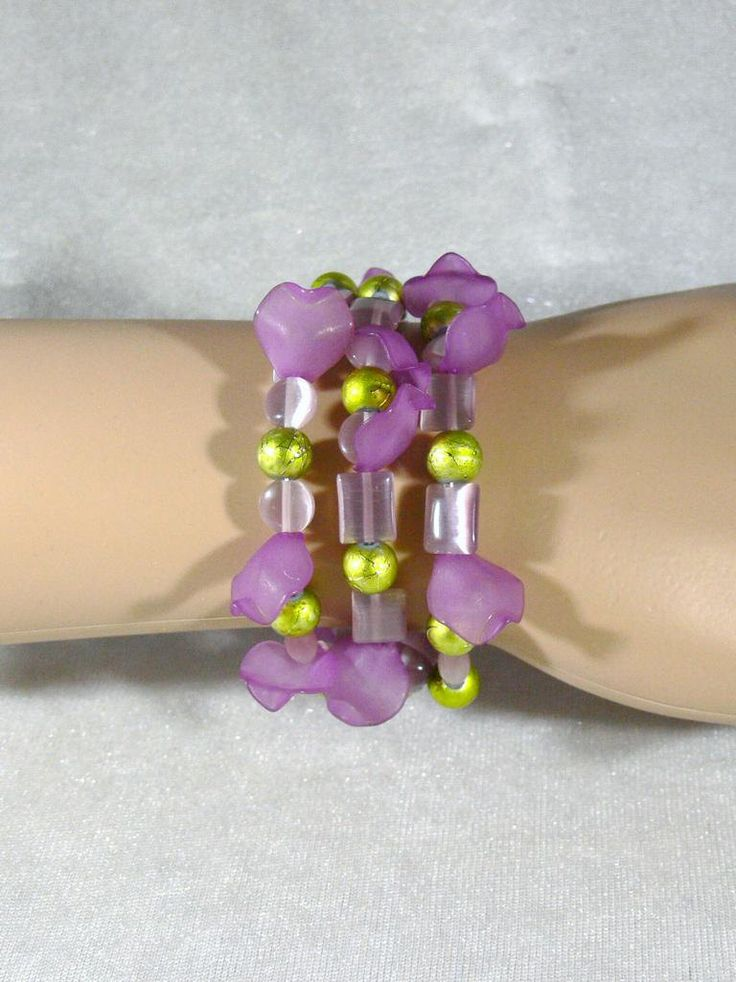 Armband lila grün violett Blütenblätter Cateyeperlen Wickelarmband Manschette mehrreihig Sommer Geschenk Muttertag Valentinstag Strandparty von RSSchmuckwelt auf Etsy