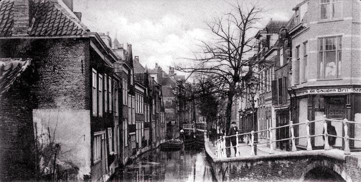Mooie oude foto met zicht op de Voldersgracht.