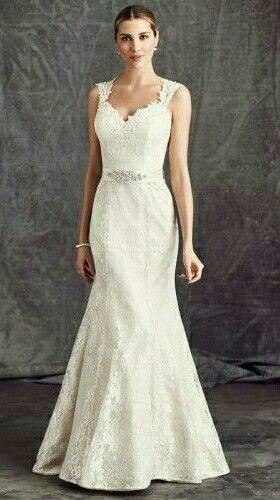Kanten trouwjurk van Ella Rosa. Deze bruidsjurk heeft een open rug en een optioneel ceintuur voor dat beetje bling.