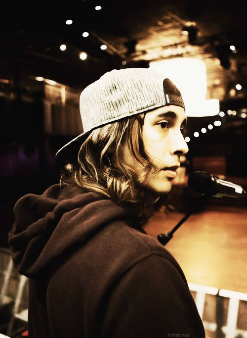 Imagine: ~Vic staring at you the whole time he's singing...♥