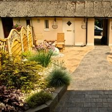 Textured Cobble / Royal Ashlar Patio - Whitchurch