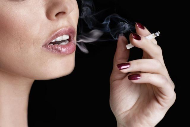 Podpowiadamy, jak w prosty sposób możesz sobie pomóc i rzucić palenie