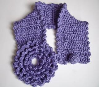 http://innovartencrochet.blogspot.be/search/label/accesories ( could be a scraf or a belt, peut être une écharpe  ou une ceinture)