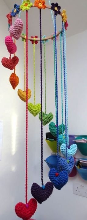 Crochet heart mobile I really wanna make this maybe a decoration for Emma's playroom? Bree- too young for her? It's SO cute.