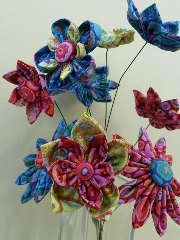 Kaffe Fassett flowers using 'paperweight' fabric