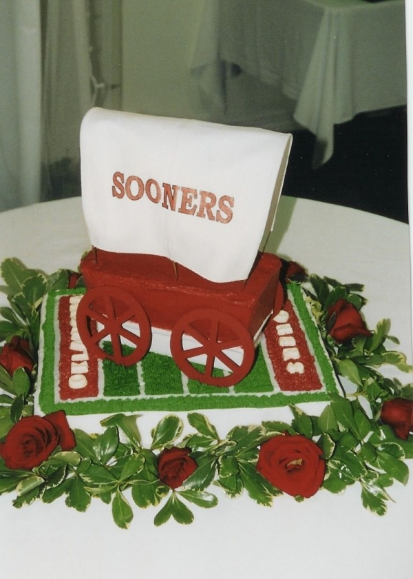 Sooner Schooner Cake - Oklahoma Sooners, who can make this??? I need one!